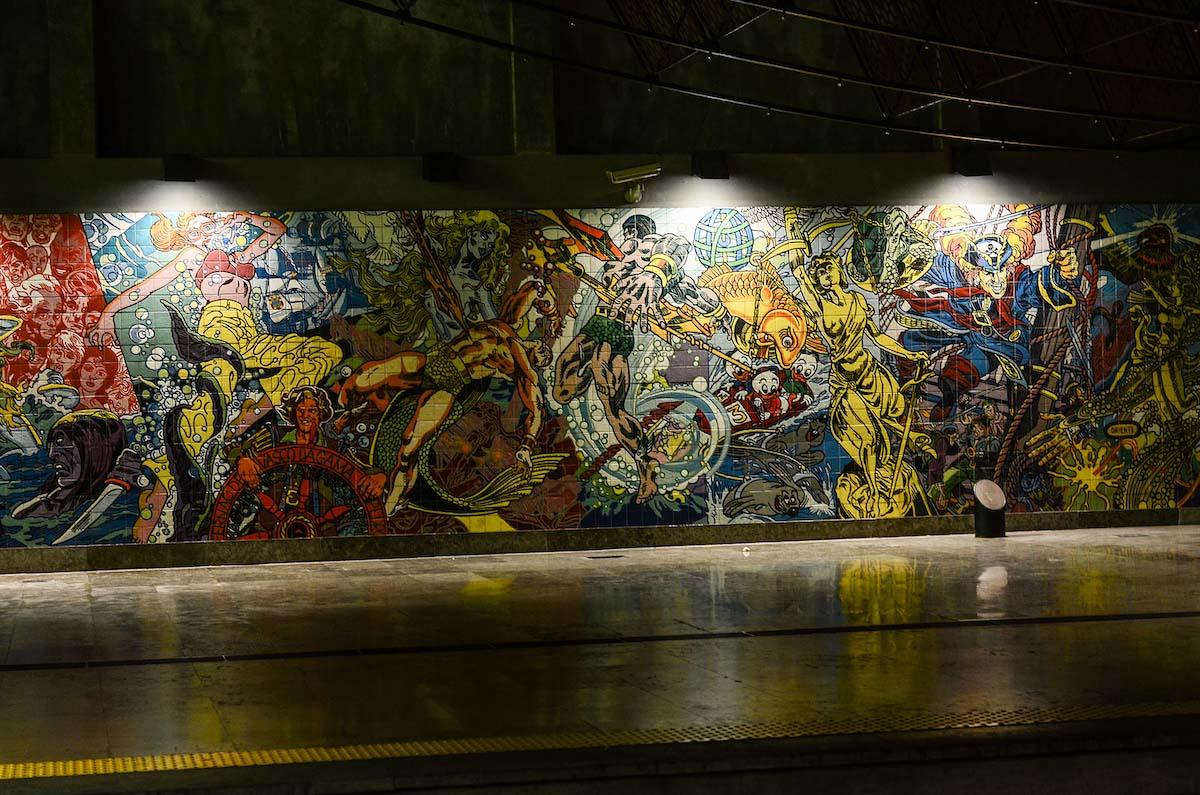 Bức tranh tường Azulejo của Erró ở ga tàu điện ngầm Oriente, Lisbon (Ảnh: Marina J / Shutterstock)