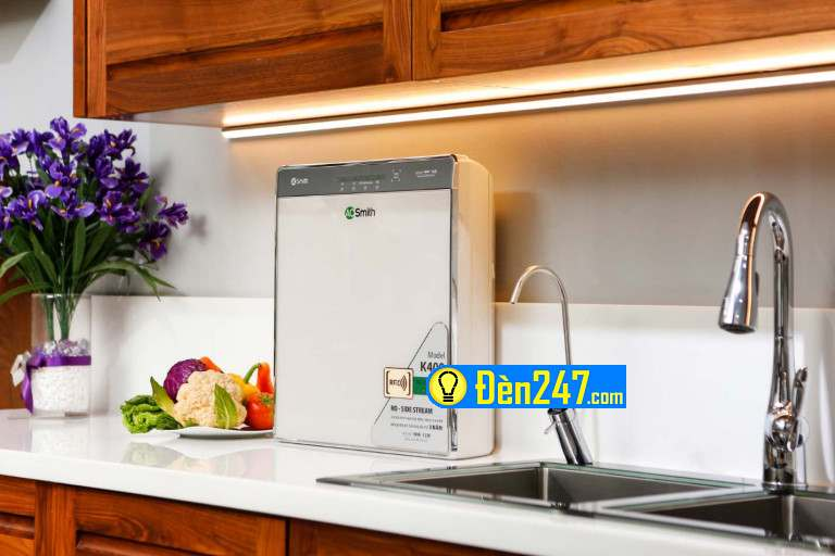 Máy lọc nước A. O. Smith được coi như món đồ décor trong không gian bếp bởi màu sắc và kiểu dáng sang trọng